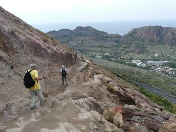 Hiking back down from the summit of the La Fossa cone. (Photo: Ingrid Smet)
