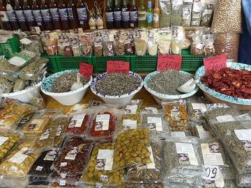 Capers are the number one delicacy produced and sold on the Aeolian islands! (Photo: Ingrid Smet)