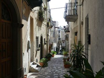 As our morning boat to Stromboli was cancelled due to strong wind, we used the morning to further explore the charming town of Lipari. (Photo: Ingrid Smet)
