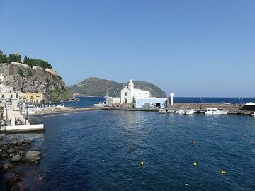 As the wind has calmed down by the afternoon we could eventually make our transfer to Stromboli... (Photo: Ingrid Smet)