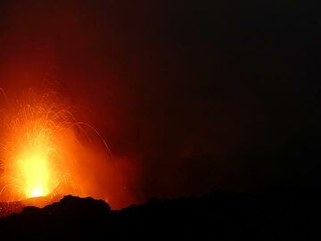 A Strombolian explosion occurs when gas rising up in the lava conduit system collects in a large bubble which eventually bursts through the surface and entrails red hot lava. (Photo: Ingrid Smet)