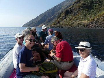 The day after our more strenuous hike to Stromboli's summit we have a relaxing boat trip around the volcanic island. (Photo: Ingrid Smet)