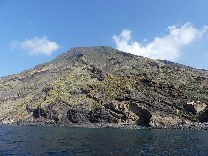 The different volcanic layers reveal the long history of volcanic activity that constructed the present day island of Stromboli. (Photo: Ingrid Smet)