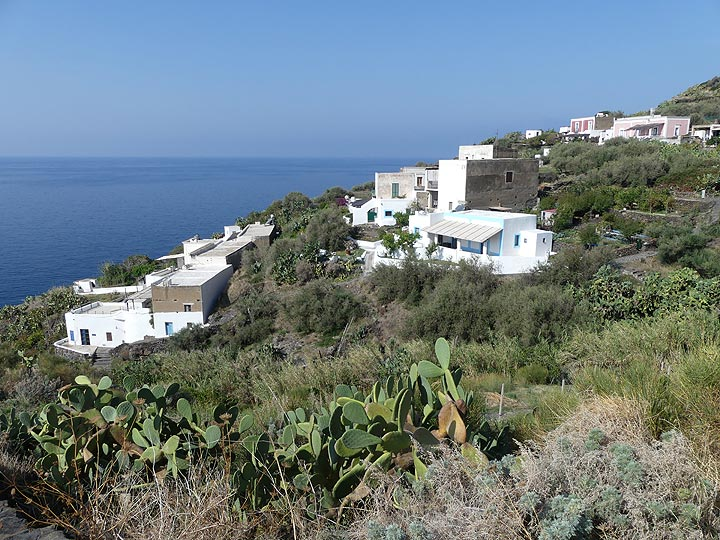 The architecture on the island of Stromboli resembles that of the Cycladic islands on Greece: square looking white buildings with blue doors and windows. (Photo: Ingrid Smet)