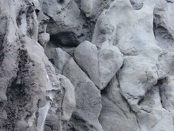 The 'heart of Stromboli' can be found in the ca. 200,000 years old lavas of Strombolicchio. (Photo: Ingrid Smet)