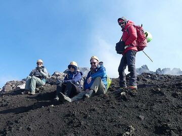 Taking a short break during the hike as the high elevation makes it more strenuous ... (Photo: Ingrid Smet)