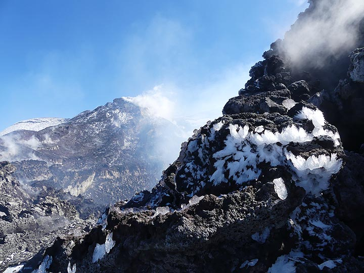 Intricately wind-shaped ice crystals cling to the rocks forming the rim of the Bocca Nuovo crater. (Photo: Ingrid Smet)