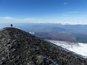 Walking on the rim of the Bocca Nuova crater, looking back to Etna's southern slopes. (Photo: Ingrid Smet)