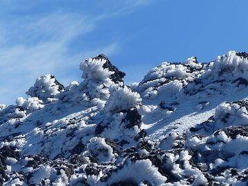 Snow on Etna's summit is shaped by the wind into elongated ice crystals. (Photo: Ingrid Smet)