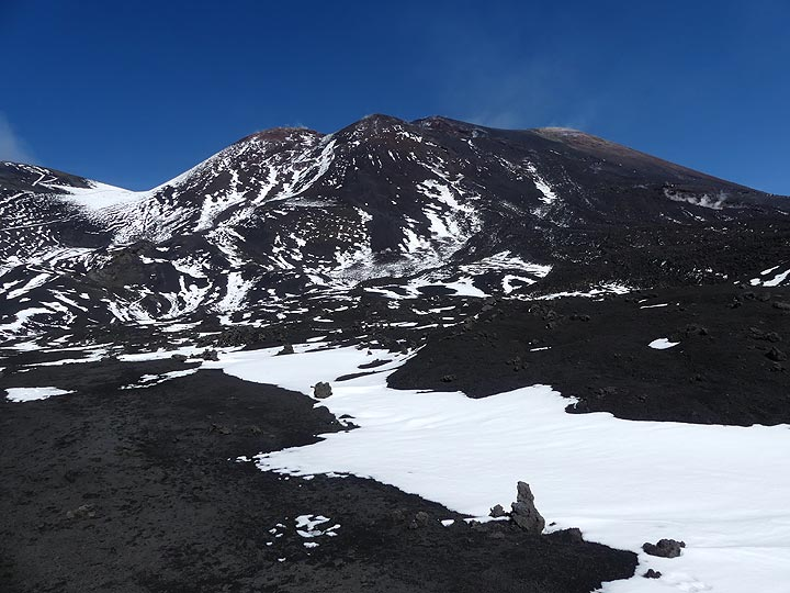 Looking back from the base of the summit craters to the SE crater complex. (Photo: Ingrid Smet)