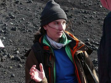 Manu explaining the events that happened during the spectacular 2002- 2003 Mt Etna summit and flank eruption. (Photo: Ingrid Smet)