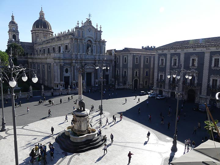 The main square of Catania, Piazza Duomo, with the cathedral and famous monument with the city's symbol, the elephant, sculpted in Etna lava. (Photo: Ingrid Smet)