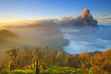 Dawn over the Tengger caldera with the ash plume erupted from Bromo volcano (Photo: Roland Gerth)