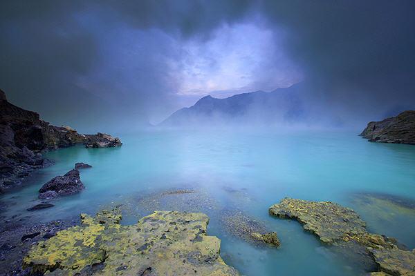 Kawah Ijen crater lake (East Java, Indonesia) (Photo: Roland Gerth)