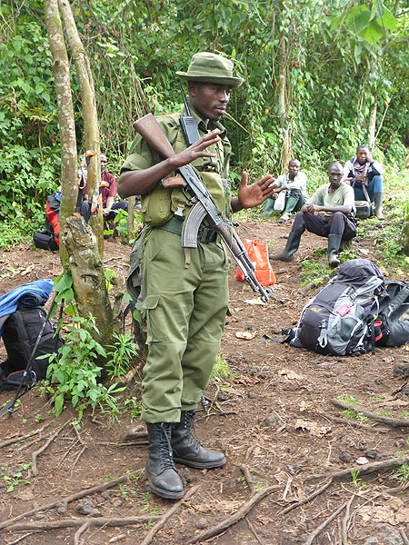 Day 3 - At the start and each resting point, the head ranger of Virunga National Park explains the next part of the hike (Photo: Ingrid Smet)