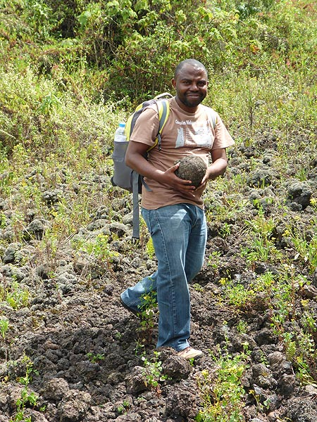 Day 3 - Marcelling, the Goma volcanologist who accompanies us on Nyiragongo, found a lava bomb (Photo: Ingrid Smet)