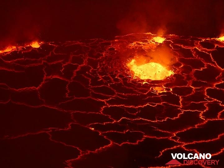 Day 3 - Exploding gas bubbles fragment the lava lake´s red hot liquid and create Pele´s hair (Photo: Ingrid Smet)