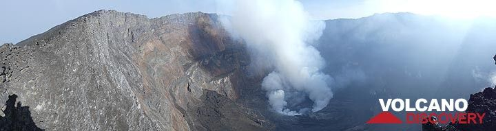 Day 4 - Panorama of Nyiragongo´s summit caldera after sunrise on 7 June 2017 (Photo: Ingrid Smet)