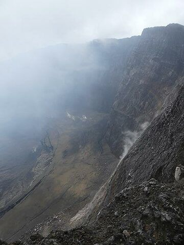 Day 4 - View onto the southeastern inner caldera wall, where fumaroles rise from the southern fissure  (Photo: Ingrid Smet)