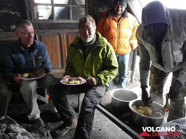 Day 4 - Freshly cooked lunch on Nyiragongo´s summit (Photo: Ingrid Smet)