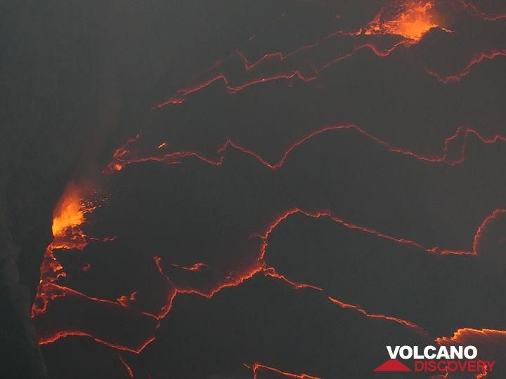 Day 4 - The edge of the lava lake is often the location of spattering fountains  (Photo: Ingrid Smet)