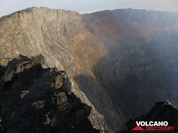 Day 5 - The first sunlight illuminating the inner caldera walls brings out the different colours and patterns of the many volcanic deposits that form these cliffs (Photo: Ingrid Smet)