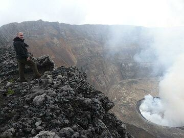 Day 5 - Observing the lava lake in the morning (Photo: Ingrid Smet)