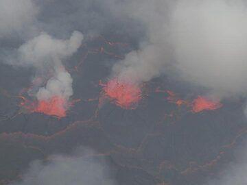 Day 5 - Exploding gas bubbles push through the lava lake´s surface... (Photo: Ingrid Smet)