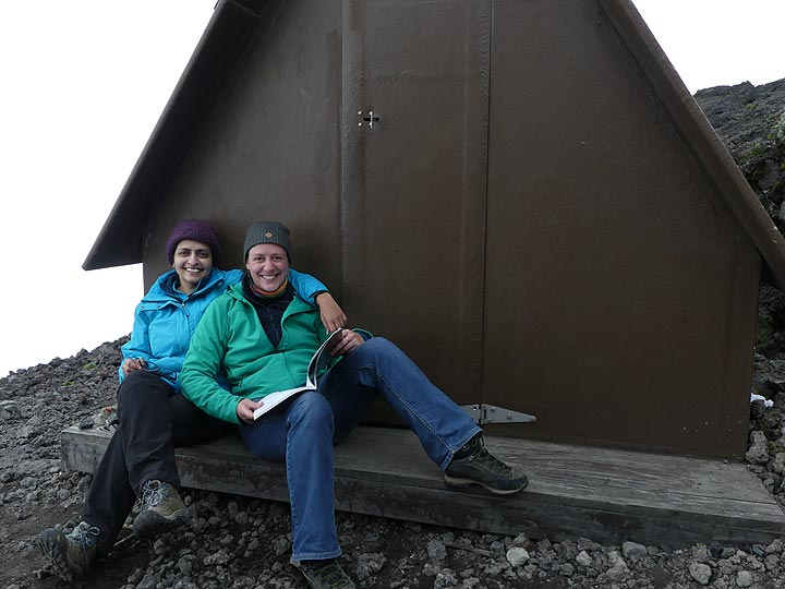 Day 5 - Spending time at our huts during the cloudy afternoon hours (Photo: Ingrid Smet)
