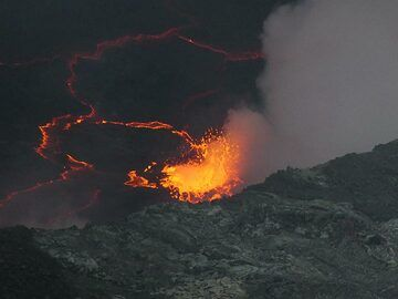 Day 5 - Larger gas bubble exploding through the lava lake surface (Photo: Ingrid Smet)