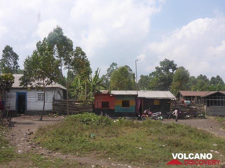 Day 6 - Colourful Congolese houses near the Kibati patrol post (Photo: Ingrid Smet)