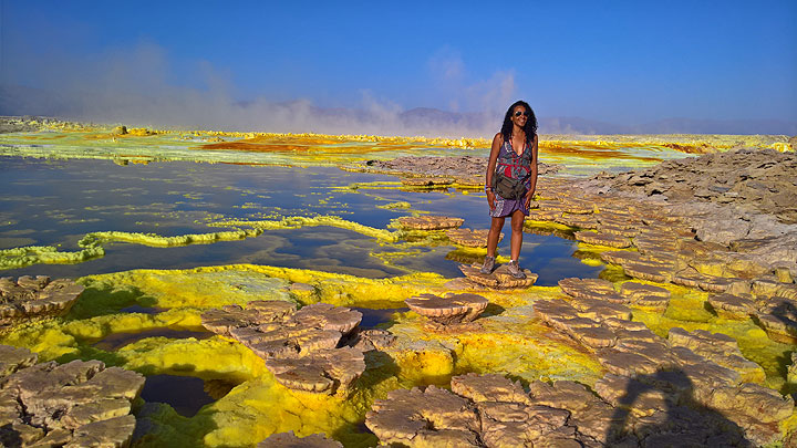 Dallol with green and yellow salt lakes in Jan 2017 (Photo: Jens-Wolfram Erben)