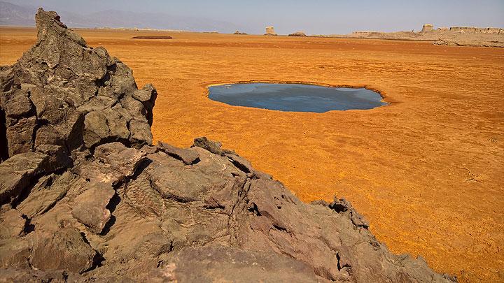 Black lake at Dallol, Ethiopia (early Jan 2017) (Photo: Jens-Wolfram Erben)