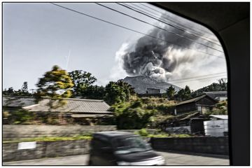 Eruption through the window (Photo: Ivana Dorn)