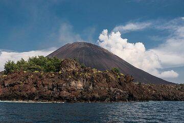 Approaching Anak Krakatau volcano (Photo: Ivana Dorn)