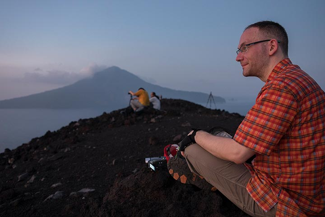 The last preparations for the sunrise on Anak Krakatau, with Rakata in the background. (Photo: Ivana Dorn)