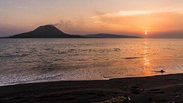 When the sun sets upon the child of Krakatoa (Photo: Ivana Dorn)