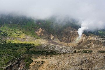 An extraordinary view of Papandayan's crater and its fumaroles in absence of clouds (Photo: Ivana Dorn)