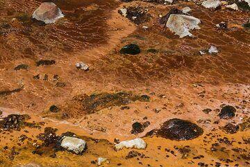 Iron deposits of Papandayan (Photo: Ivana Dorn)