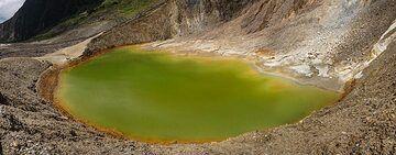 Crater lake, Papandayan (Photo: Ivana Dorn)