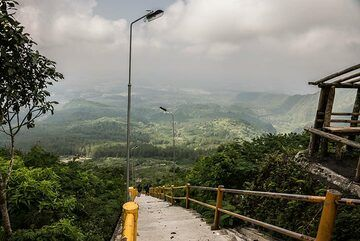 620 steps, which seems to reach up into the sky, Galunggung (Photo: Ivana Dorn)