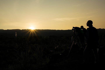 Waiting for the sunrise by Merapi (Photo: Ivana Dorn)