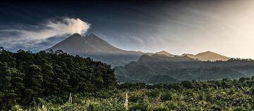 The  first sunrays touch Merapi (Photo: Ivana Dorn)