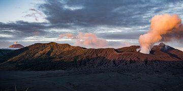 Bromo emitting steam and Semeru erupting (Photo: Ivana Dorn)