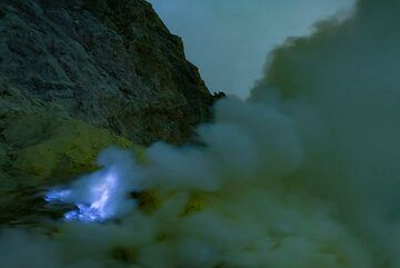 Ijen, as soon as the daylight comes, the blue fire disappears (Photo: Ivana Dorn)
