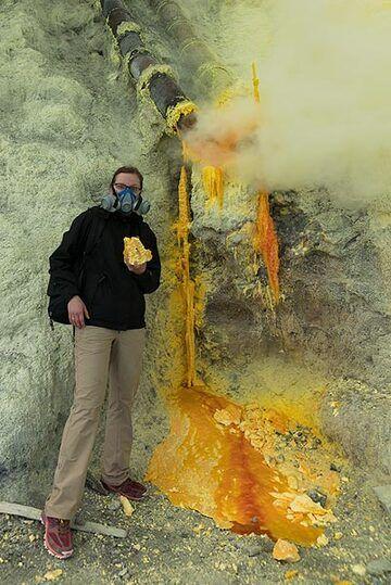 Ijen, colours of sulphur depending on its temeprature (Photo: Ivana Dorn)