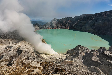 The crater lake of Ijen (Photo: Ivana Dorn)
