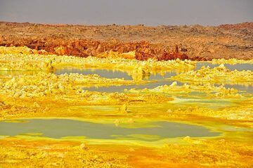 There are many greenish acid ponds amidst the yellow-orange-brown mineralisations at Dallol (Photo: Anastasia)