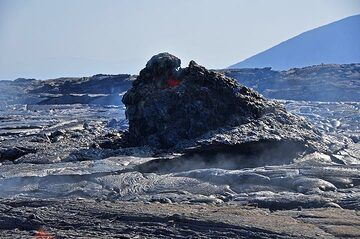 A hornito formed through lava spattering at the new fissure eruption site (Photo: Anastasia)