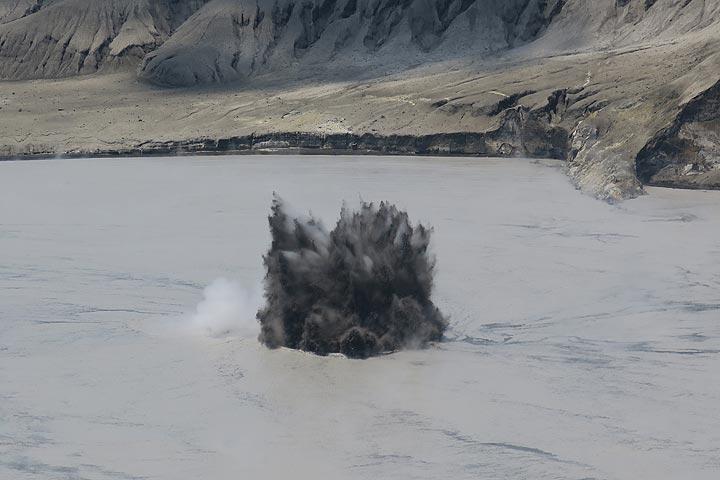 Jets of dark ash rose several meters. (Photo: AndreyNikiforov)